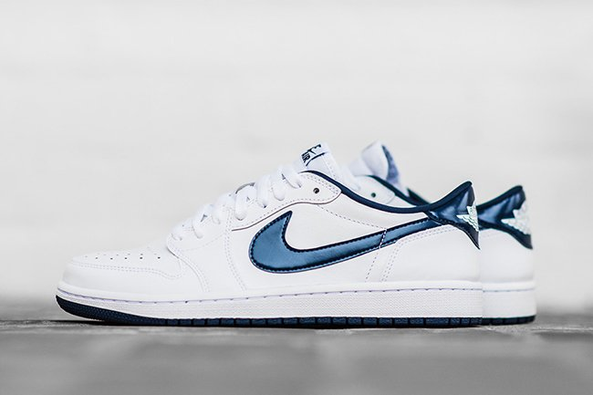 Air Jordan 1 Low Retro OG White Midnight Navy
