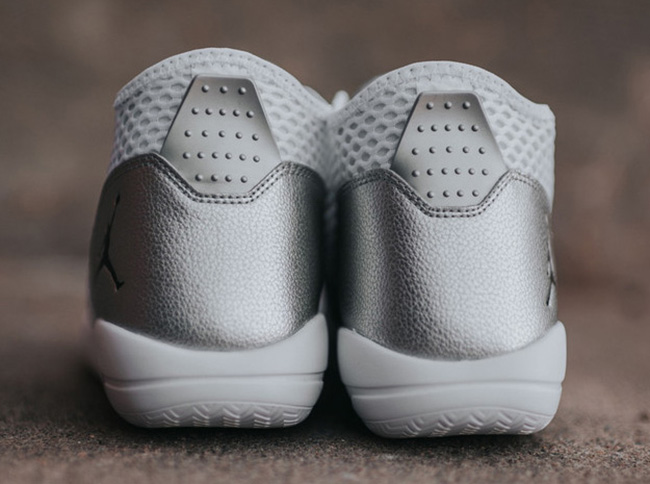 Jordan Reveal White Silver