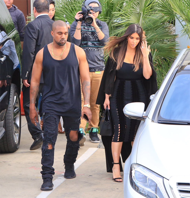 Kanye West Spotted in a New Black adidas Yeezy Boost chic ... a9bb33857