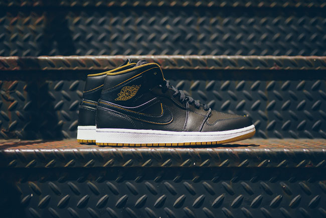 more photos ec0ce 98ee1 Black Gold Air Jordan 1 Mid GS