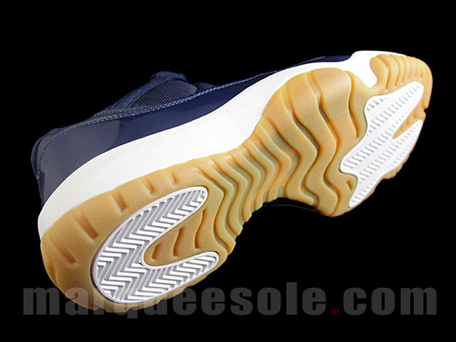 Jordan 11 Low Navy Gum