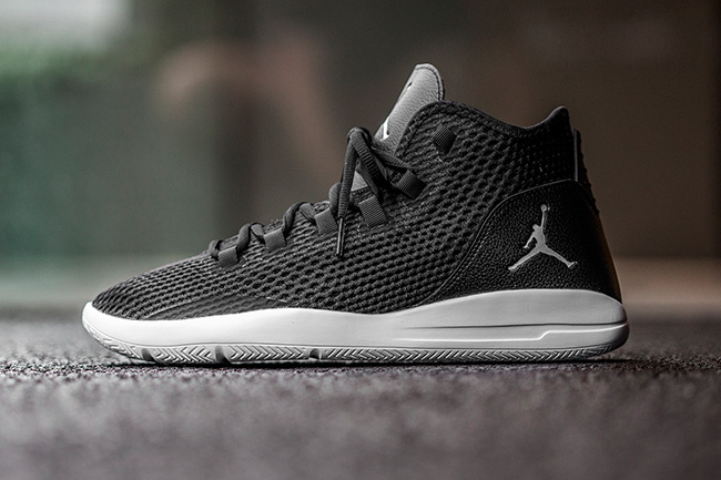 Jordan Reveal Black Grey