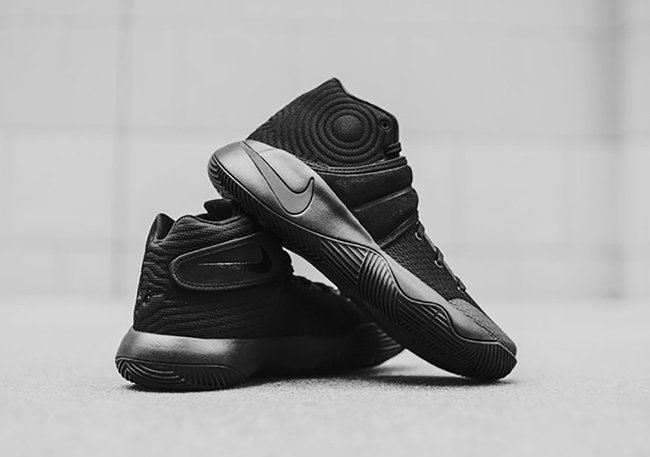 Triple Black Nike Kyrie 2