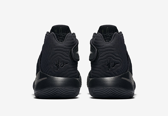 Kyrie 2 Triple Black
