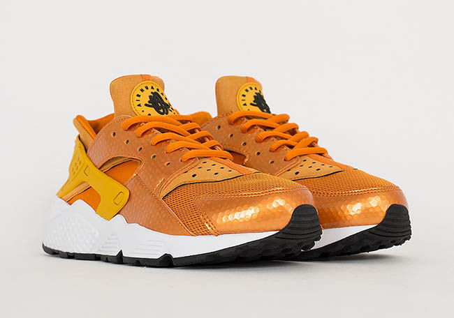 brand new 8c274 c5e42 Nike Air Huarache Sunset Gold