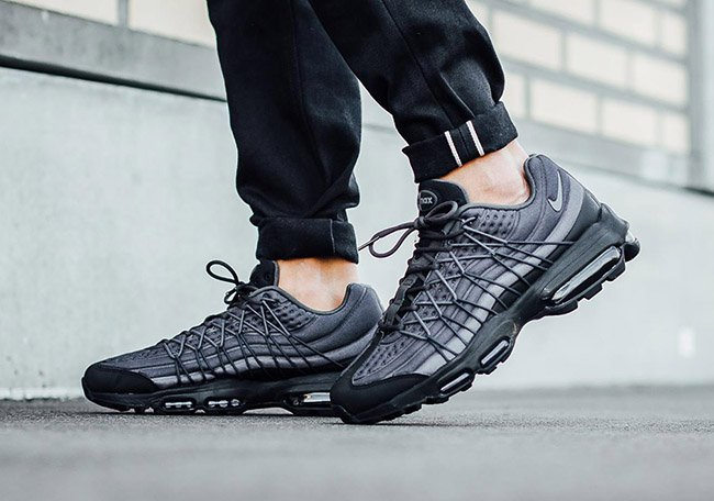 lowest price 6d986 e5041 best On Feet Photos of the Nike Air Max 95 Ultra SE Black