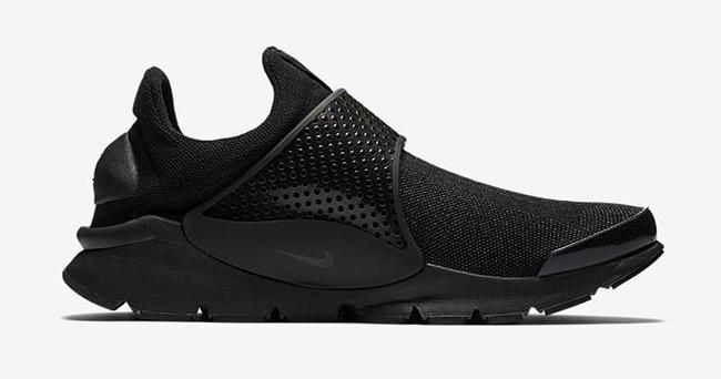 Triple Black Nike Sock Dart