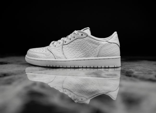 Air Jordan 1 Low No Swoosh White