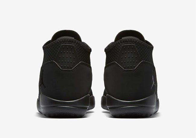 Jordan Reveal Triple Black