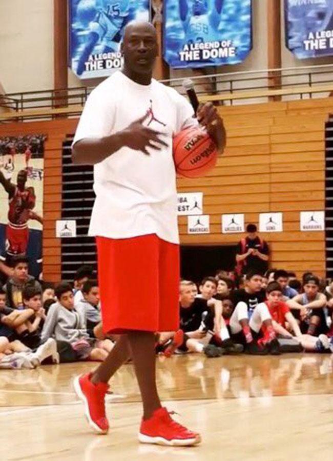 Michael Jordan Air Jordan 11 Low Red Gum
