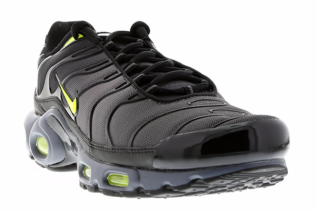 nike air max plus tuned 1 dark grey volt black sneakerfiles. Black Bedroom Furniture Sets. Home Design Ideas