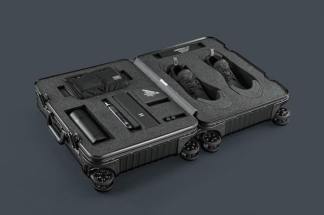 Usted puede ganar la limitada Adidas NMD R1 primeknit 'Pitch Black