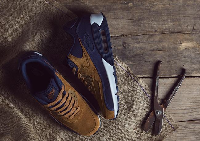 Nike Sportswear Ale Brown Pack