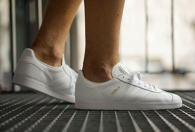 super popular 1d3f7 a2a0d adidas Originals Gazelle Triple White