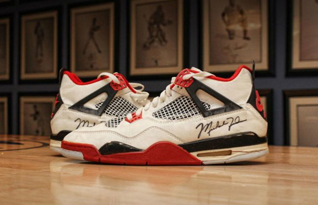 Michael Jordan Air Jordan 4 Fire Red 1989 Auction  9cf4e692e