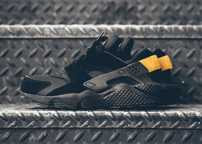 nike air huarache black metallic gold