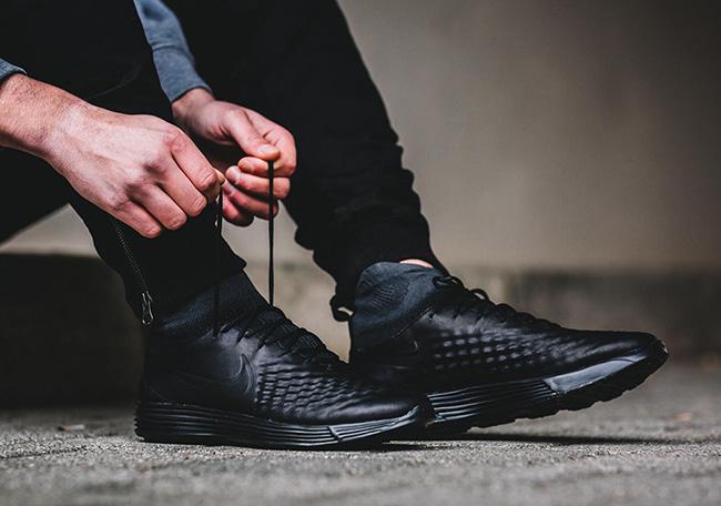 Nike Lunar Magista 2 Flyknit Triple Black  c49547e2b