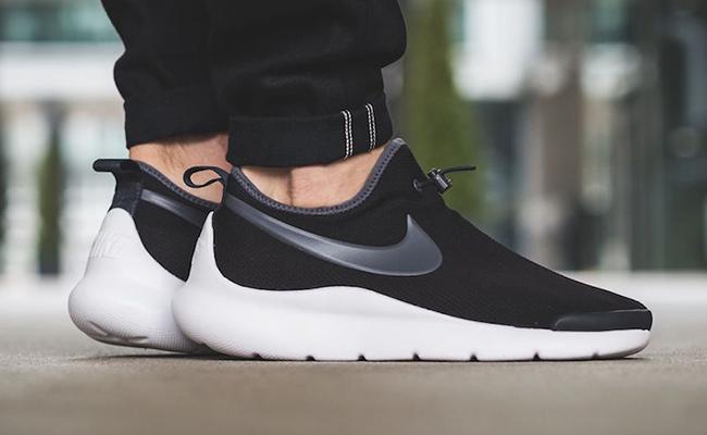 Nike Aptare Black White On Feet