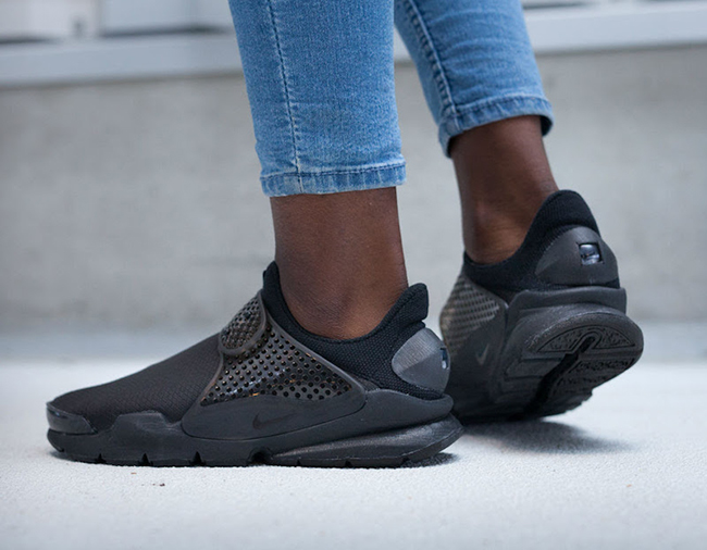 "low priced e4652 bf97c ... Nike WMNS Sock Dart SE Triple Black; "" ..."