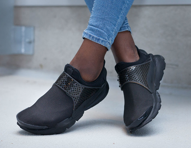 new product 0480f 87bfb Nike WMNS Sock Dart SE Triple Black 862412-004 | SneakerFiles