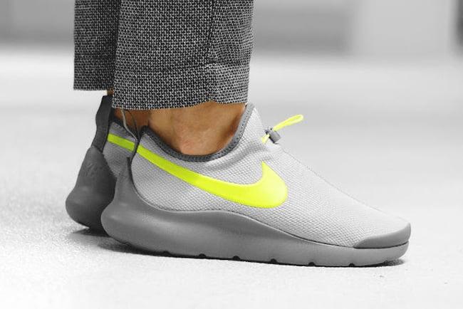 Nike Aptare Essential Wolf Grey Volt