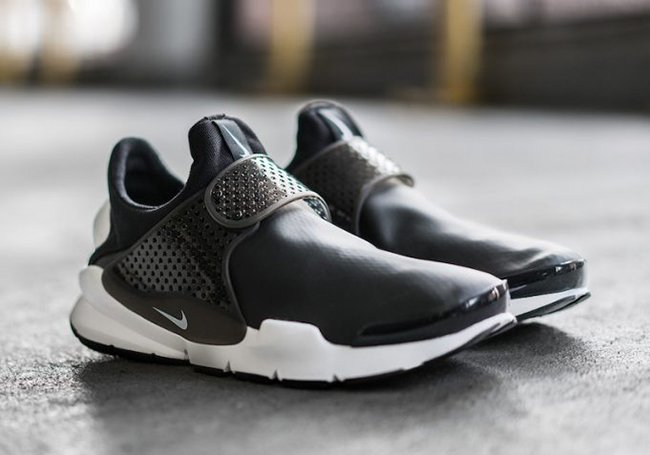 sports shoes fa576 66660 Nike Sock Dart SE Waterproof Black White | SneakerFiles
