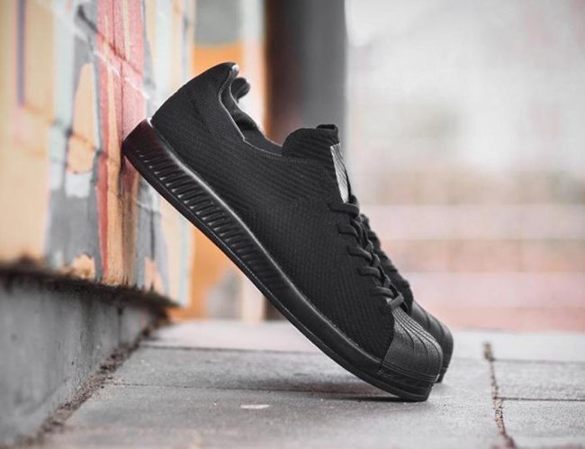 separation shoes 41413 a6e3d adidas Superstar Bounce Primeknit Triple Black | SneakerFiles