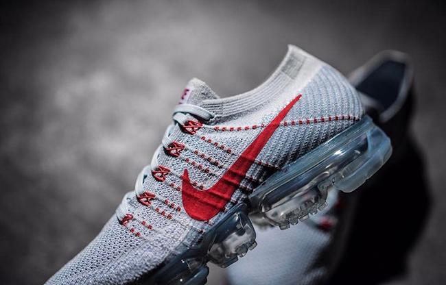 Nike Air VaporMax Light Grey Red