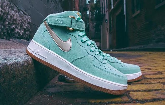 Nike WMNS Air Force 1 Mid Enamel Green