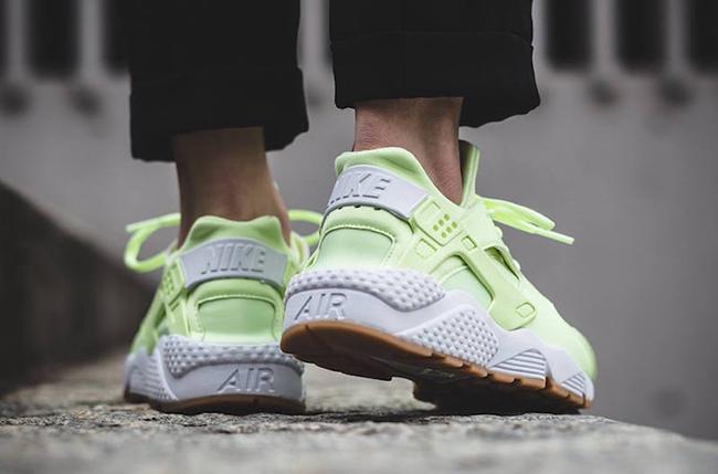 Nike Air Huarache Barely Volt