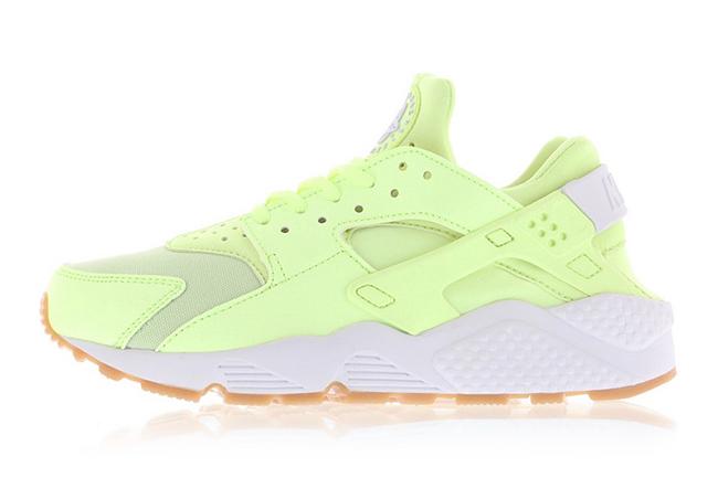 sneakers for cheap b790a 0960f Nike Air Huarache Barely Volt