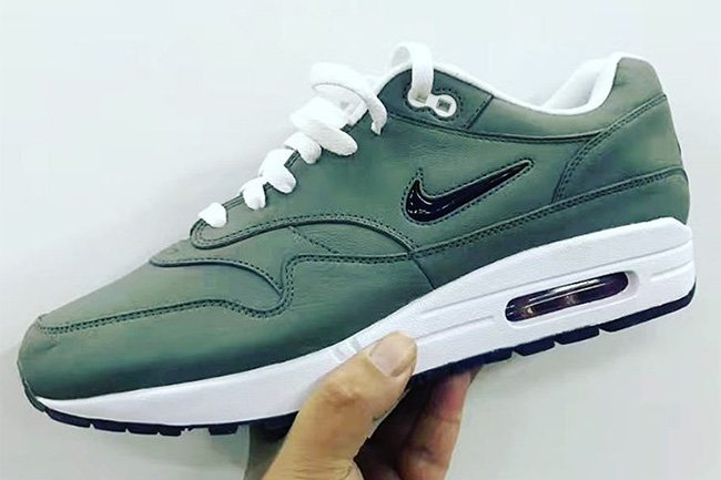 Nike Air Max 1 Jewel Swoosh 2017 Retro