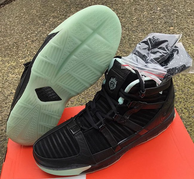 Nike LeBron 3 Glow in the Dark Retro Sample