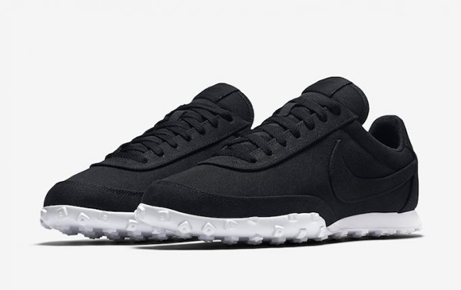 Nike Waffle Racer 17 Textile in Black and White