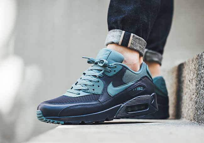 Nike Air Max 90 Essential in Midnight Navy and Smokey Blue