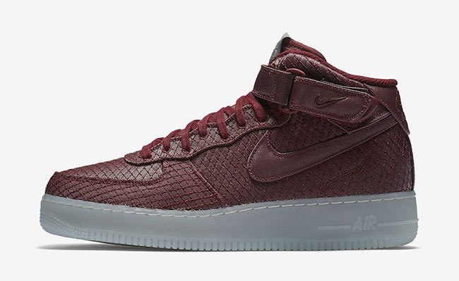 Nike Air Force 1 07 Mid LV8 Team Red