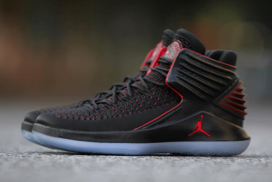 Air Jordan 32 MJ Day Banned Bred AA1253-001