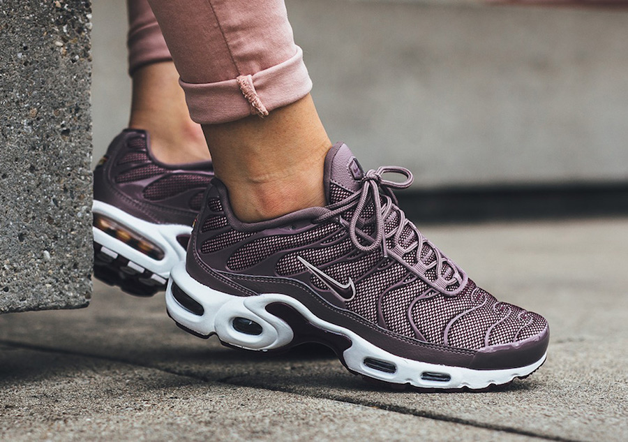 Nike Air Max Plus Taupe Grey