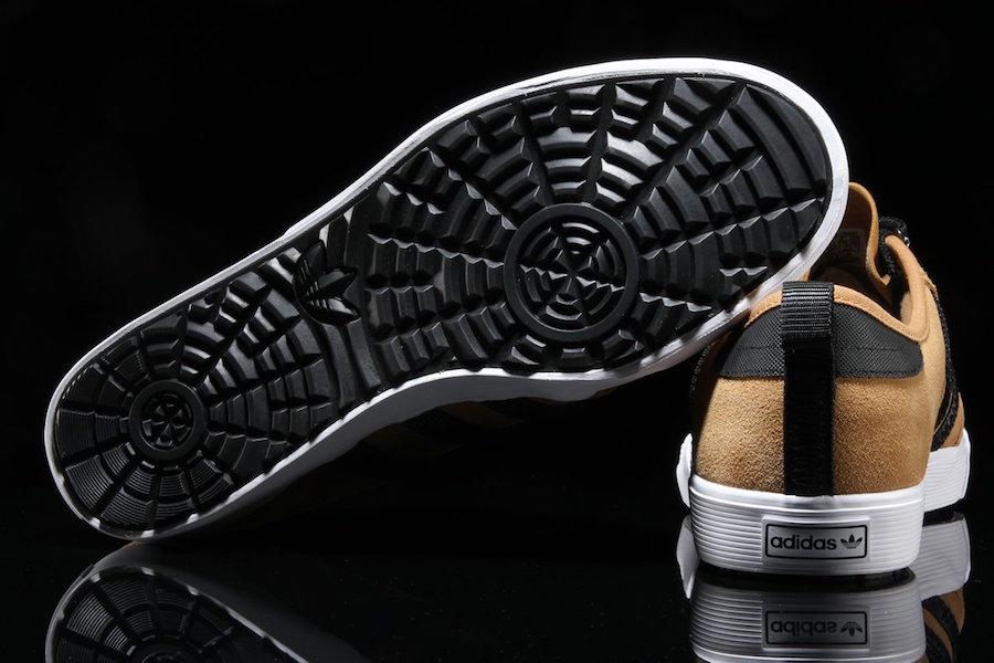adidas Seeley Outdoor Mesa Black BY4106