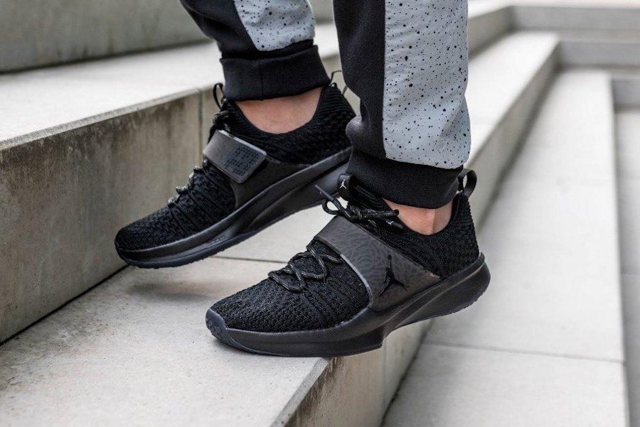 Jordan Trainer 2 Flyknit Triple Black