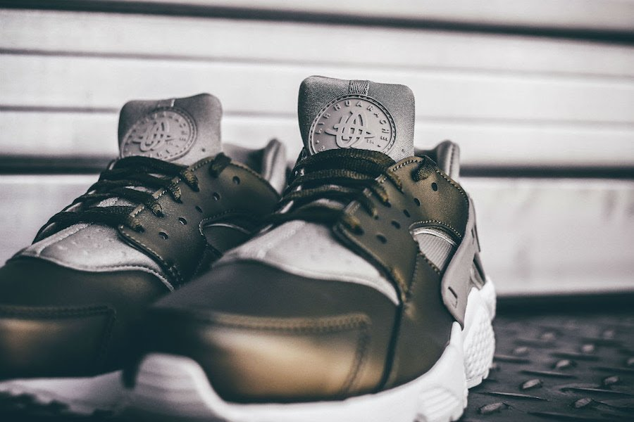 Nike Air Huarache Run SE Khaki Metallic