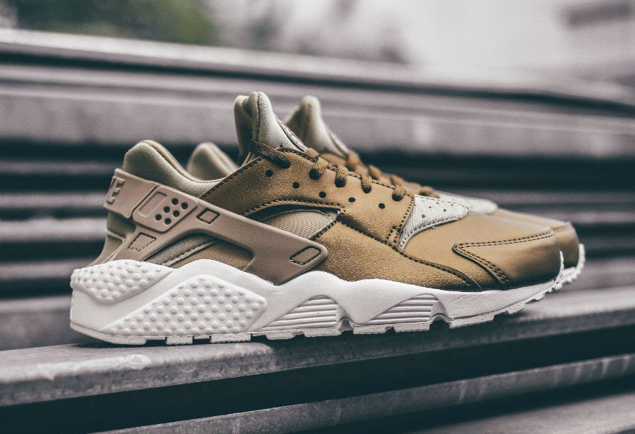 https://www.sneakerfiles.com/wp-content/uploads/2017/11/nike-air-huarache-run-se-khaki-metallic.jpg