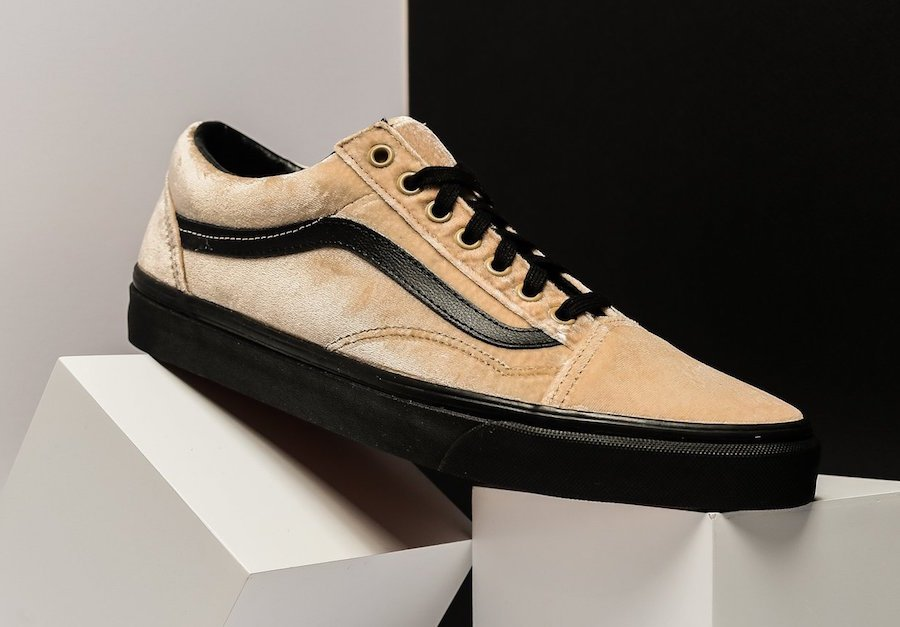 ff9a69e8195694 Vans Old Skool Velvet Tan Black