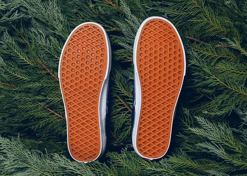 Vans Slip-On Peanuts Charlie Brown Christmas Tree