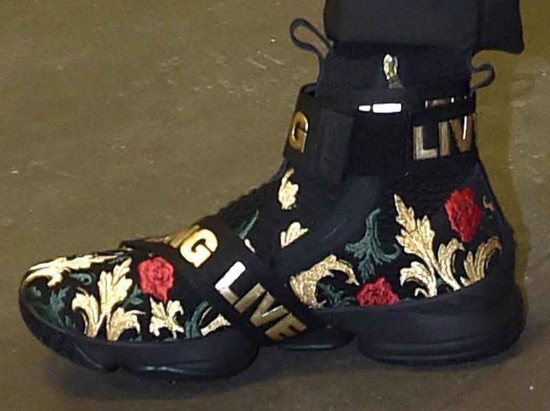 huge selection of 1f333 52850 Kith Nike LeBron 15 Strap Floral Black Gold
