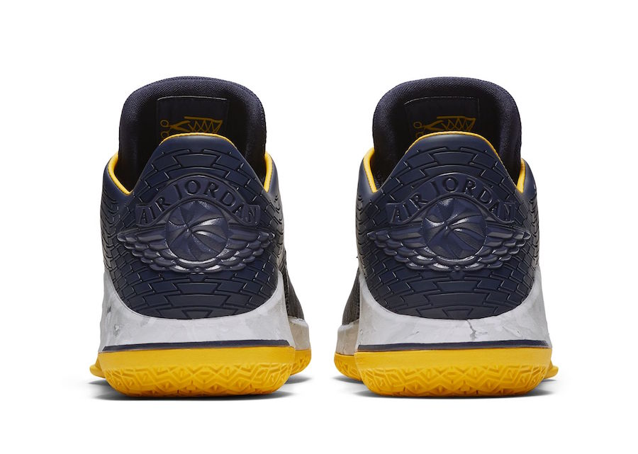 Air Jordan 32 Low Michigan March Madness AA1256-405