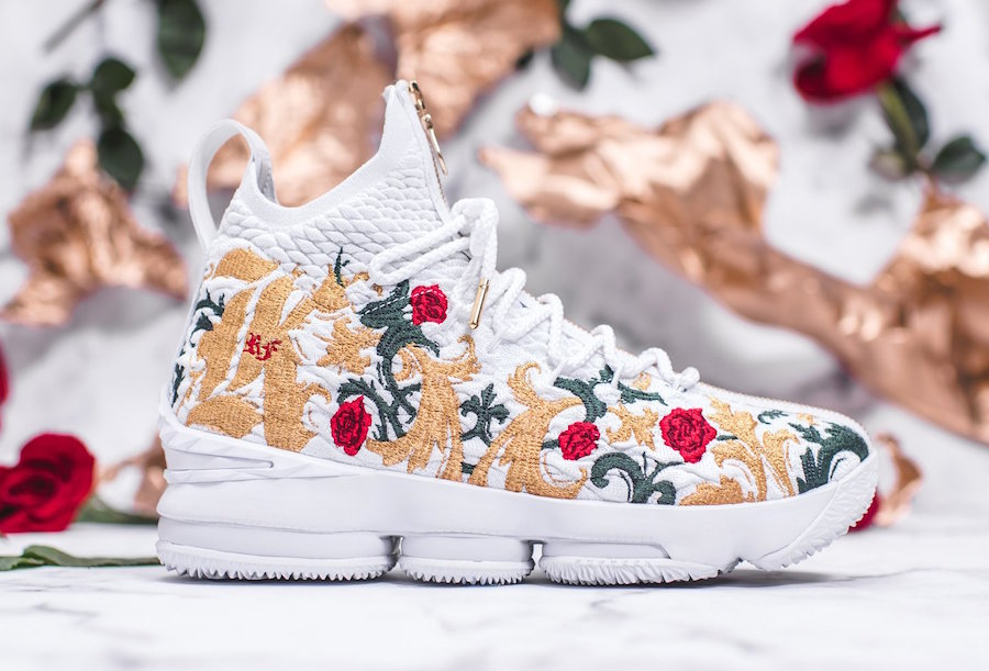 KITH Nike LeBron 15 Performance Kings Cloak