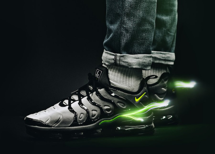 fd18855cb5b9 Nike Air VaporMax Plus Black Volt 924453-009
