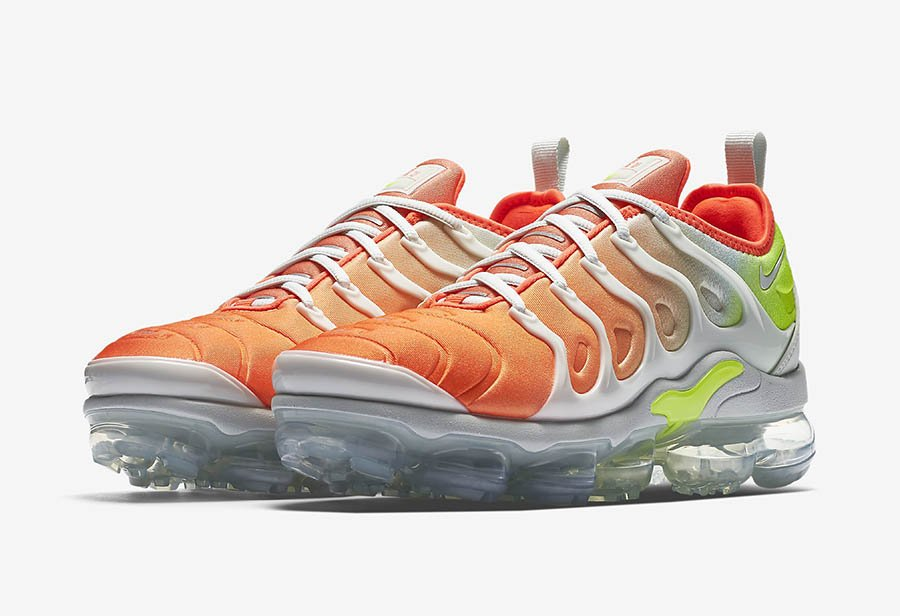 NIKE AIR VAPORMAX PLUS  BARELY GREY  REVERSE SUNSET  WOMEN'S SIZE 6  AO4550-003