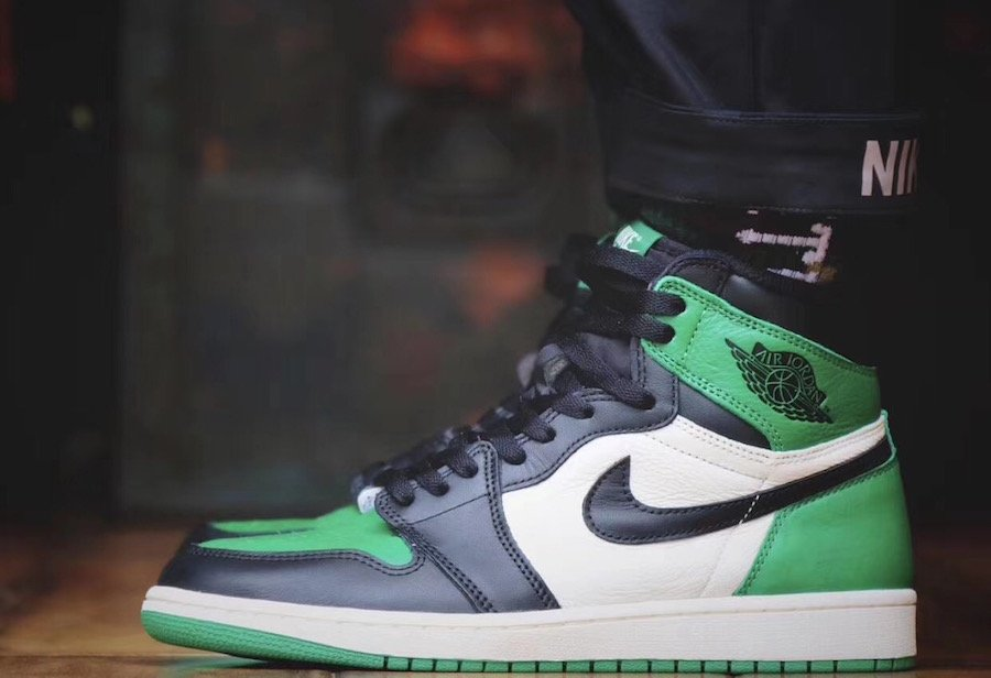 Air Jordan 1 Pine Green 555088-302 On Feet